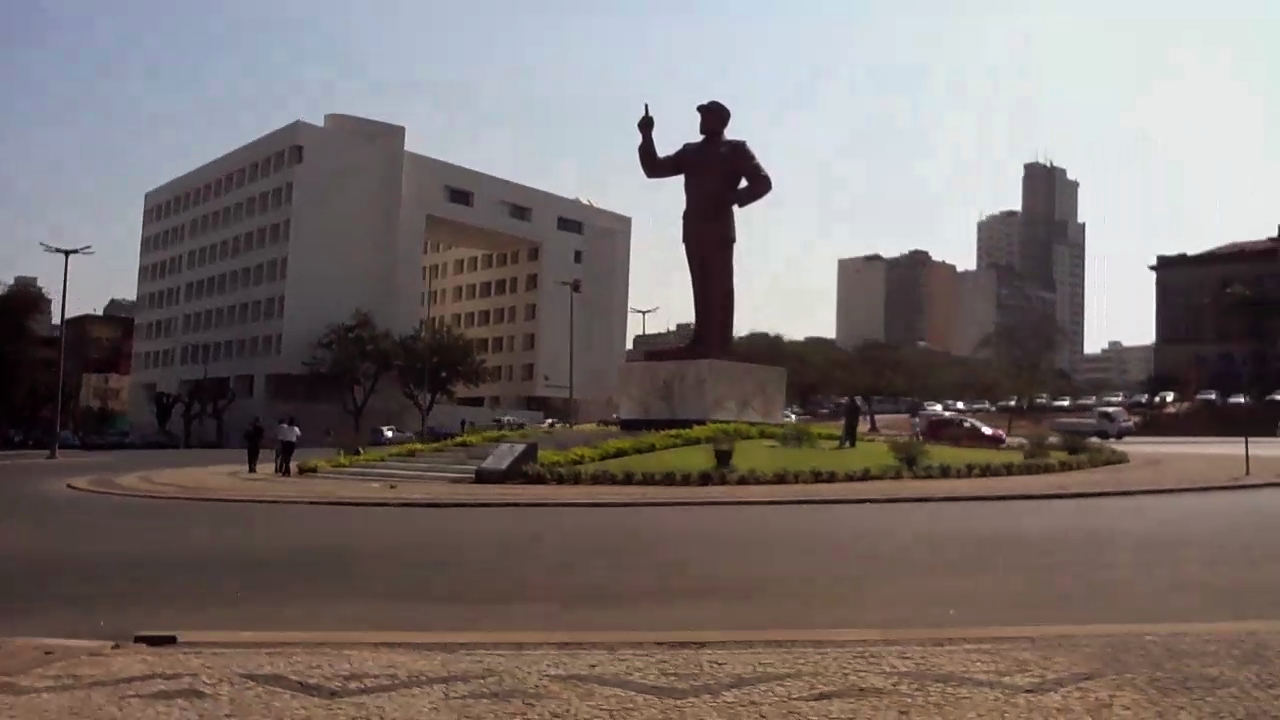 Figure 1: Statue of Samora Machel in the centre of town